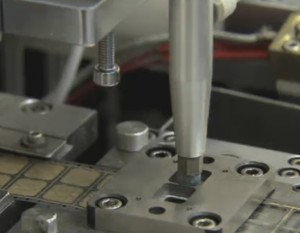 Encartado de chips de contacto, fabricación de smartcards/tarjetas inteligentes